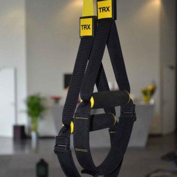 Beim TRX arbeitet Ihr mit dem eigenen Körpergewicht gegen die Schwerkraft.