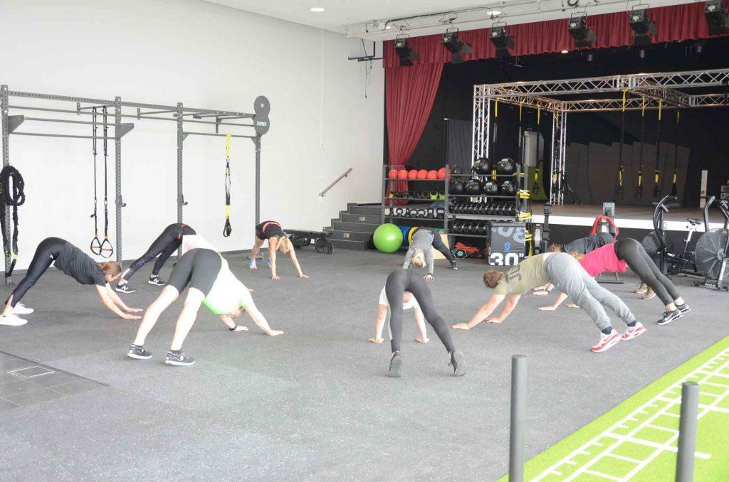 Spezielle Übungen zur Vorbeugung von Rückenbeschwerden und zur Verbesserung der Körperhaltung.